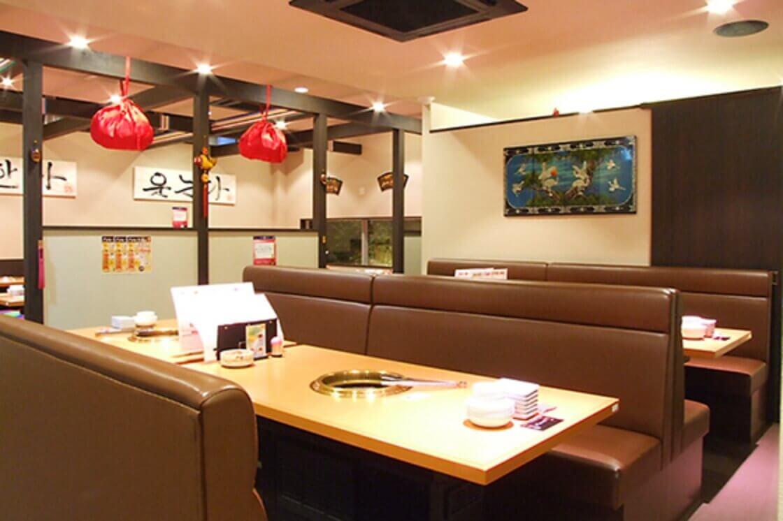 テーブル席 4名×2席/6名×2席